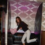"""""""Skoči Biby, skoči,"""" so vpila dekleta med slikanjem Barbare Podobnik. (foto: DonFelipe)"""