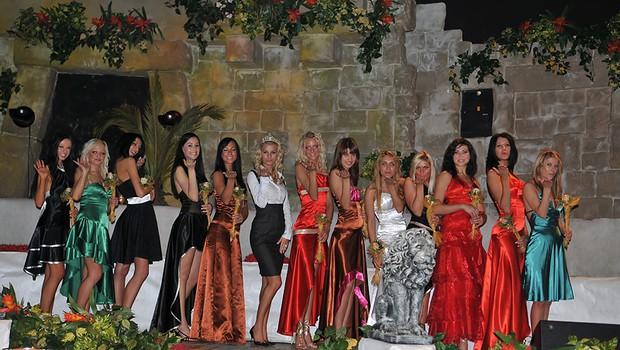 Zbrane lepotice in slovenska Miss Hawaiian Tropic Nermina Sijamhodžič (foto: DonFelipe)