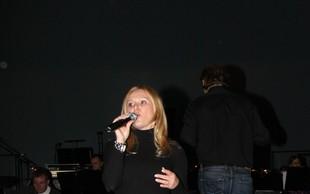 Nuša Derenda: Tik pred koncertom