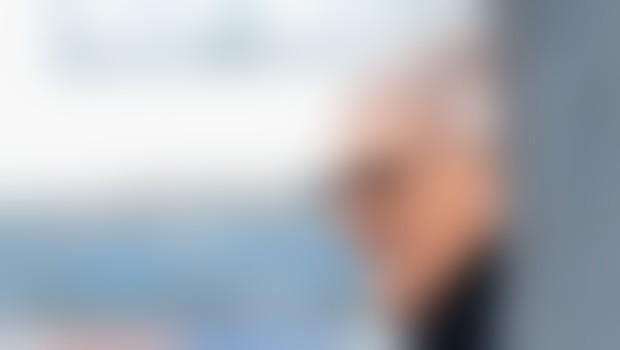 Bernie Ecclestone je šef formule 1. 1