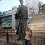 Sabina in veliki detektiv Sherlock Holmes. (foto: Cveto Roš)