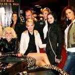 Dekleta so po podelitvi pozirala tudi za skupinsko sliko skupaj z urednikom Borutom Omerzelom. (foto: Ivana Krešič / Playboy)