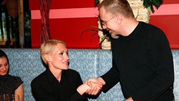 Prvi je Saneli čestital odgovorni urednik Playboya Borut Omerzel.