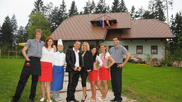 Jani s svojo Nino in ekipo Slovenskega hrama. (foto: Primož Predalič)