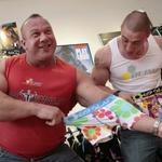 Gregor in Denis sta preizkušala s svojimi mišicami kvaliteto materiala perila 69slam. (foto: Jani Bozic)