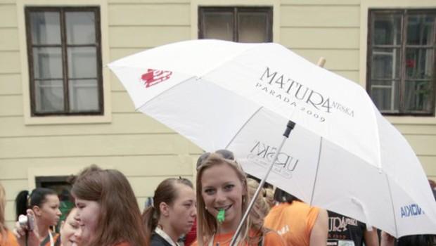 Maja je plesala tudi z dežnikom. (foto: Jani Bozic)