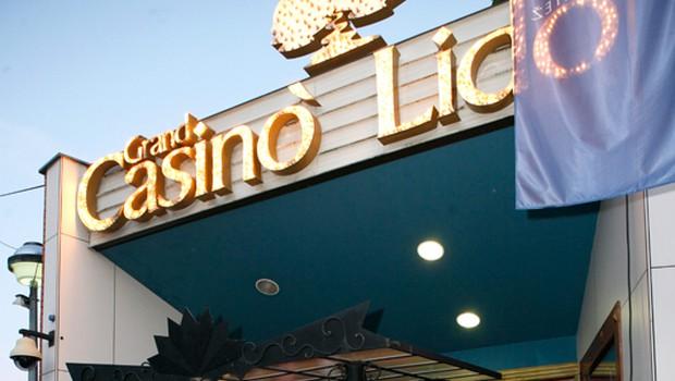 Pred začetkom so se dekleta zbrala na vhodu Grand Casinoja Lido. (foto: Vesmin Kajtazovič)