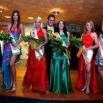Zmagovalke prvega predizbora za Miss Hawaiian Tropic z direktorjem Grand Casinoja Lido Matjažem Emeršičem ter Dašo Podržaj. (foto: Vesmin Kajtazovič)