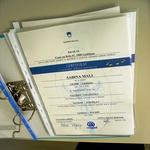 Sabinina diploma, dokaz, da je uspešno zaključila šolanje. (foto: Vesmin Kajtazovič)