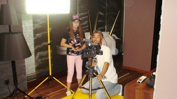 Gena bo za kamero poskušal ustvariti čim več odličnih videopsotov. (foto: o.a.)