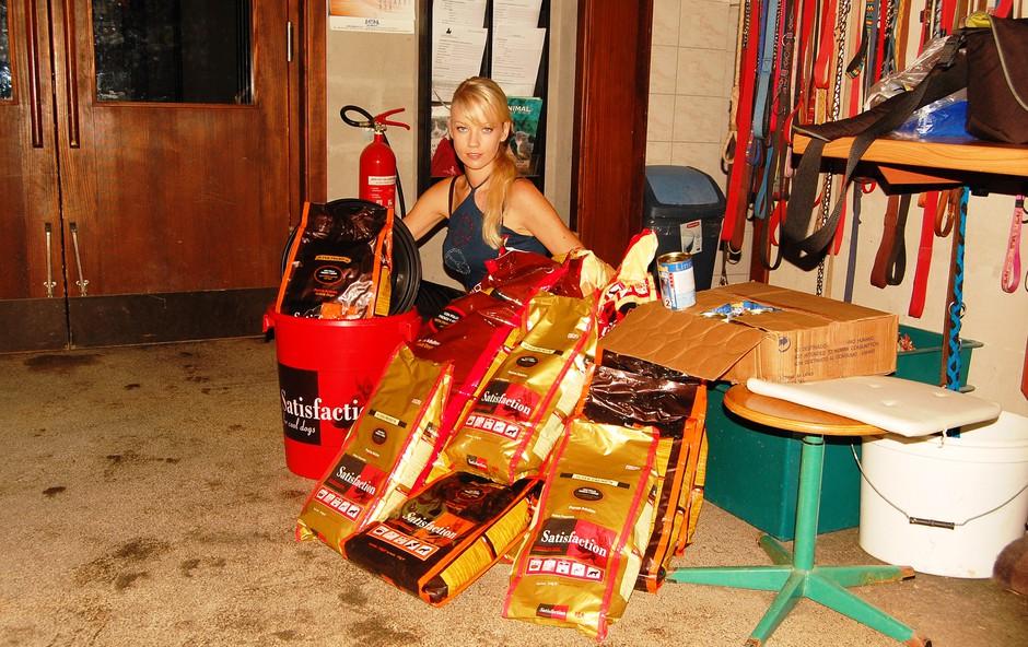 Taya in njen kupček, ki bo nahranil številna lačna usta. (foto: DonFelipe)