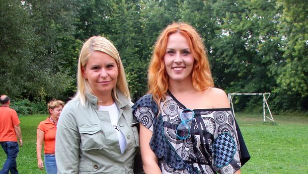 Predsednica Sklada Uresničujmo želje Saša Božič in pevka Andja D. Marić, ki je častna članica sklada. (foto: Jasmina Hasković)