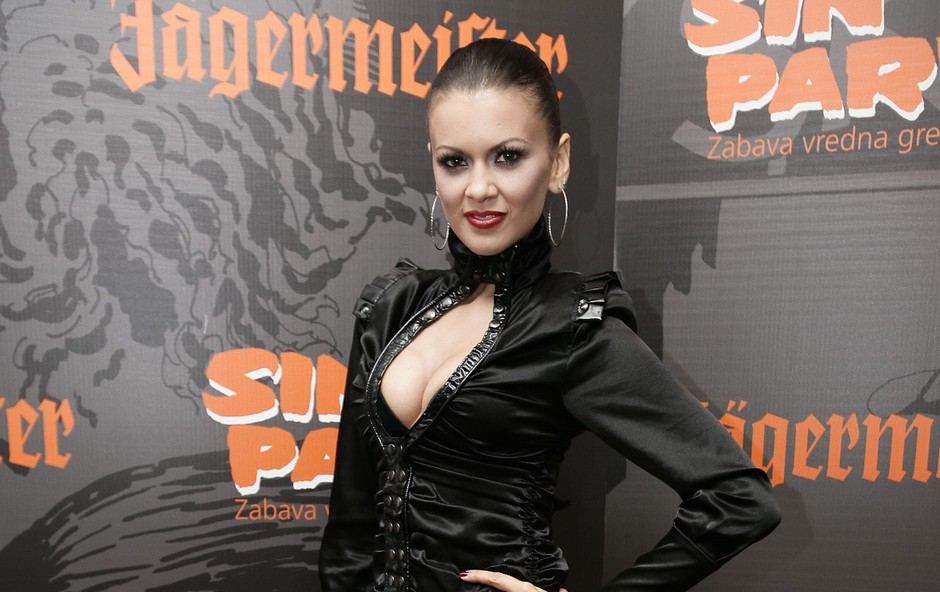 Voditeljica večera je bila Nina Osenar. (foto: Zaklop.com)