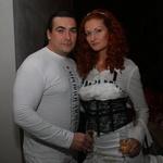 Z zanimanjem sta modno revijo spremljala oblikovalka Tia Paynich in njen fant Jasmin. (foto: Jasmina Hasković)
