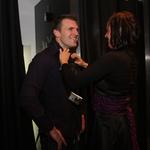 Osebnemu trenerju Josipu Radakoviću je stilistka Branka pokazala, kako se nosi šal. (foto: Jasmina Hasković)