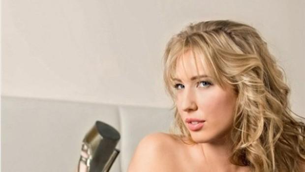 Neža Emma je izločena iz tekmovanja za Playboyevo dekle leta. (foto: Playboy.si)