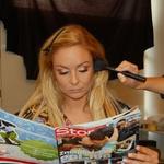 Med urejanjem je Špela brala revijo Story. Kaj pa drugega? (foto: DonFelipe)