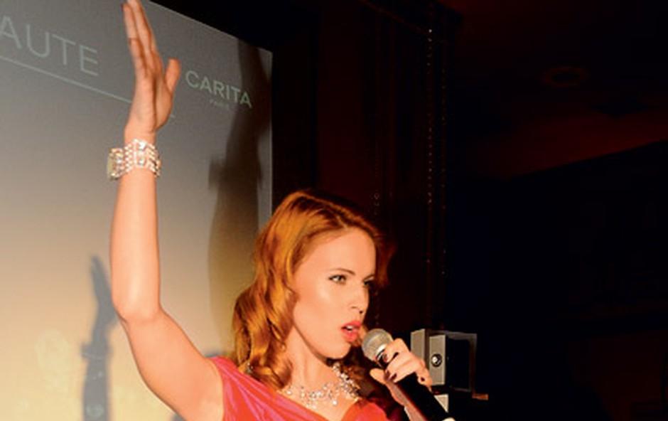 Manja je s svojim glasom in nepozabnim nastopom navdušila povabljene. (foto: Sašo Radej)