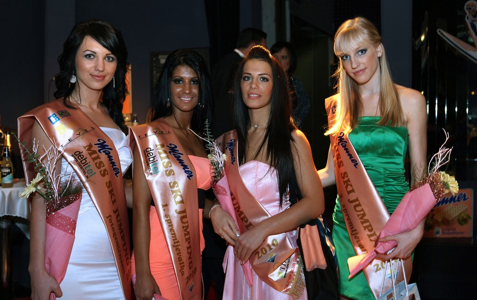 Zmagovalke lepotnega izbora Miss skokov 2010. (foto: Vesmin Kajtazovič)