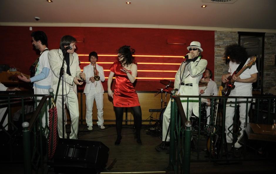 Skupina Soulfingers je pričarala z odlično glasbo noro zabavo. (foto: Sašo Radej)