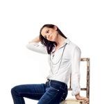 Za igralko Ano Dolinar je izbrala model, ki ima ob strani posute kristale Swarovski. (foto: Lucijan Kranjc)
