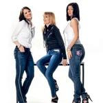 Tri znane Slovenke, ki poosebljajo duh Sanjinih kavbojk. (foto: Lucijan Kranjc)