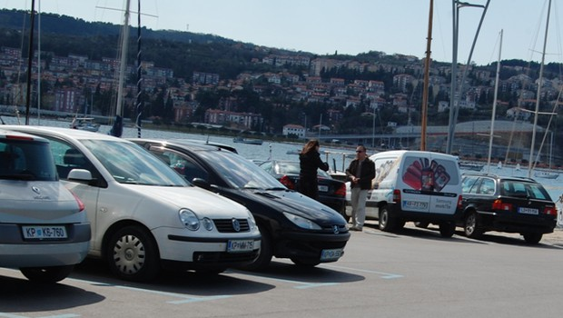 Naključne fotografije iz Kopra dokazujejo, da se Suzana sestaja z moškimi. (foto: Paparaco)