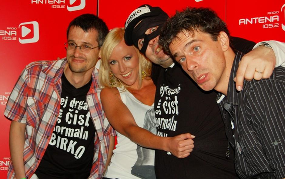 Ob prihodu gostov se je z ekipo slikala tudi njihova kolegica Ota Roš. (foto: DonFelipe)