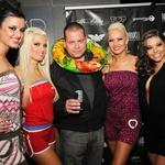 Na zabavi je zajčice obiskal tudi Playboyev art direktor Gojko Zrimšek. (foto: Sašo Radej)