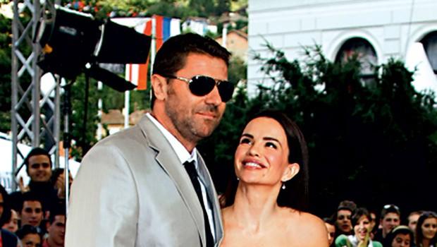 Diva je bila odlično razpoložena tudi zato, ker sta s Slavkom praznovala prvo obletnico ljubezni. (foto: ADA)