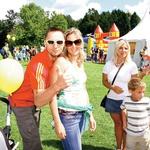Alenka Bikar je s svojim partnerjem prišla na družinski dan, s seboj pa sta pripeljala oba svoja otroka.  (foto: Grega Gulin)
