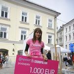 Revija Cosmopolitan in blagovna znamka Compeed sta zmagovalko Nino razveselila s čekom v vrednosti 1000 evrov! (foto: Grega Gulin)