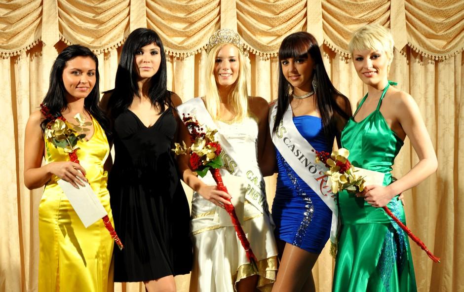 Finalni izbor Miss Carnevale za Miss Earth 2011 v znamenju Kristine Lesjak (foto: govori.se)