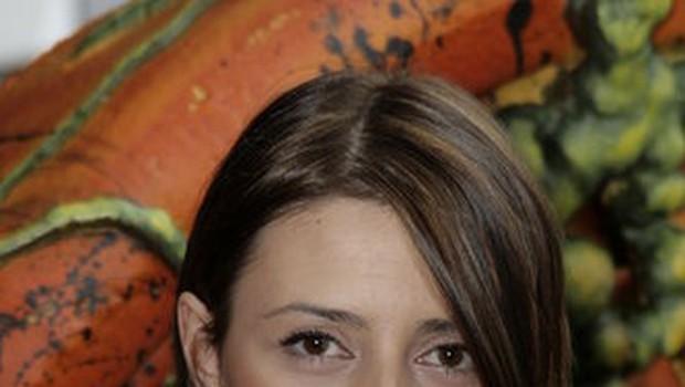 Žana zatrjuje, da ima doma pogodbo za snemanje in da ima v rokah tudi scenarij za film Havana Heat. Se je zlagala ali je le preveč verjela? (foto: Helena Kermelj)