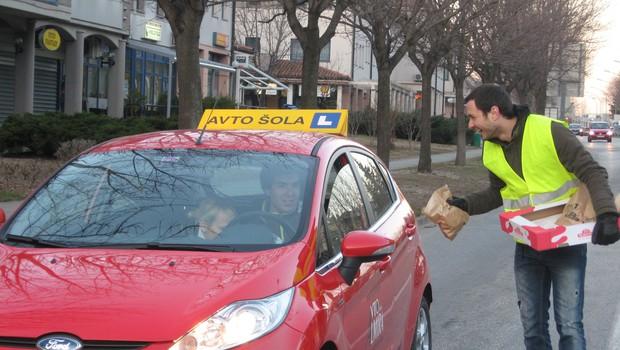 Gregor je zmrzoval v Ajdovščini... (foto: Radio 1)