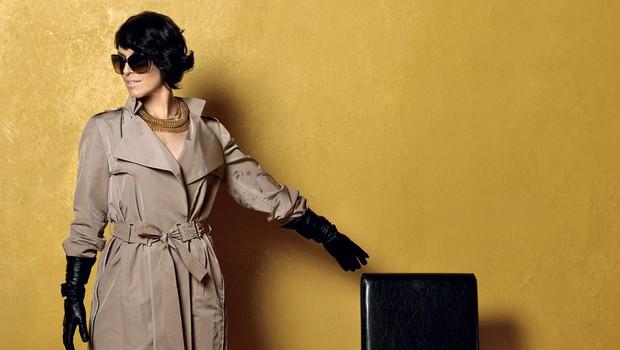 Oblačila: trenč Boss, rokavice Monteko - Emporium, očala Tom Ford, skornji Yves Saint Laurent, ogrlica Lara Bohinc - Midas (foto: Primož Predalič)