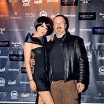 Sanji Grohar, ki se po novem ponaša z nazivom slovensko Playboyevo dekle desetletja, je čestital urednik Playboya Borut Omerzel. (foto: Sašo Radej in Primož Predalič)