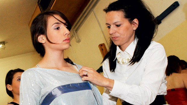 Simona Lampe pomaga otrokom (foto: Anže Krže)