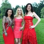 Srčne dive slovenske glasbe; Darja Švajger, Nuša Derenda in Alenka Gotar (foto: Žare Modlic)
