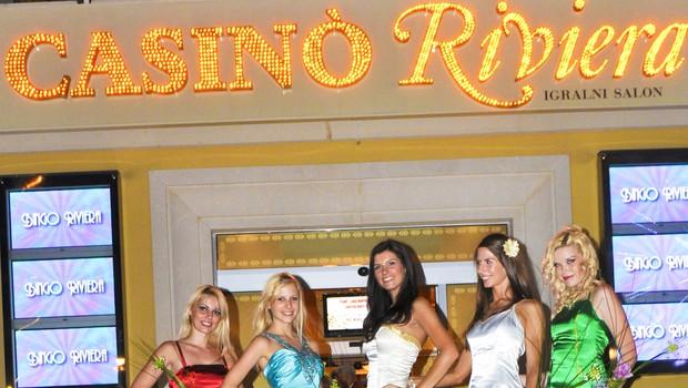 S finalistkami Miss Casino Riviera so se slikale tudi Jinny Ribič, Ana Lipovšek in Kristina Lesjak. (foto: DonFelipe)
