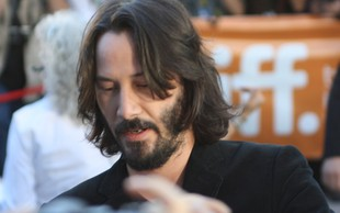 Keanu Reeves z dolgo brado res neprepoznaven!