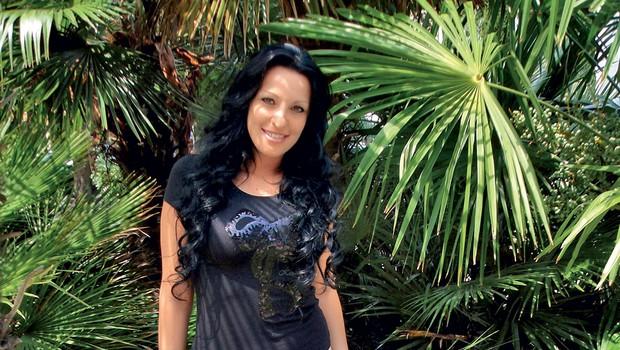 Pevka Jerica je vedno brezhibno urejena in tudi tokrat je bila v elegantni poletni opravi. (foto: Foto: Alpe)