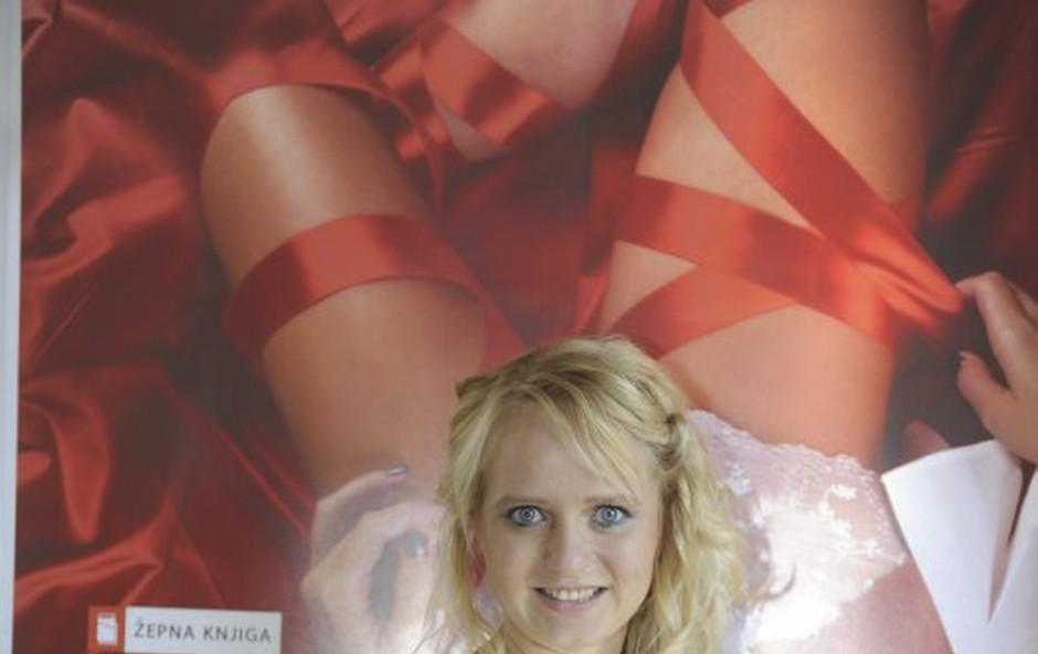 Marjanca Scheicher je vesela pozirala pred plakatom za Kešpičko 2 (foto: Primož Predalič)