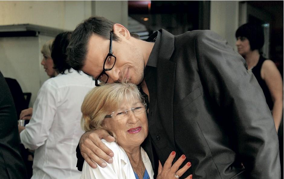 Yuri je s prihodom v Maribor razveselil tudi svojo babico, ki je praznovala svoj 80. rojstni dan. (foto: Gorazd Kocbek)