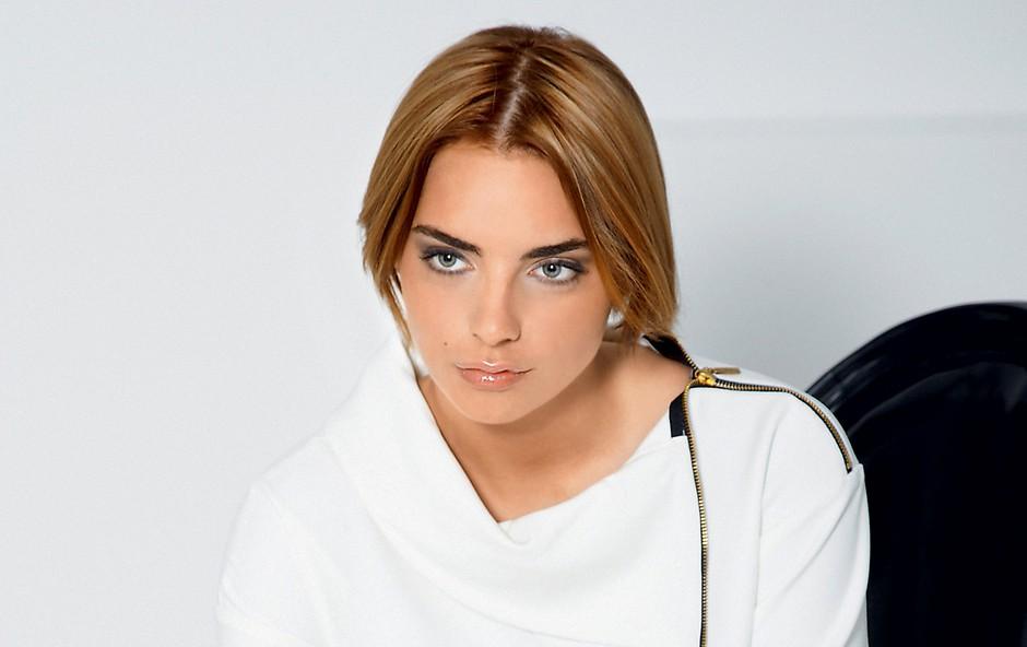 Njeno naravno lepoto in talent so onkraj luže opazili številni pomembni producenti.  (foto: Martin Rauchenwald)