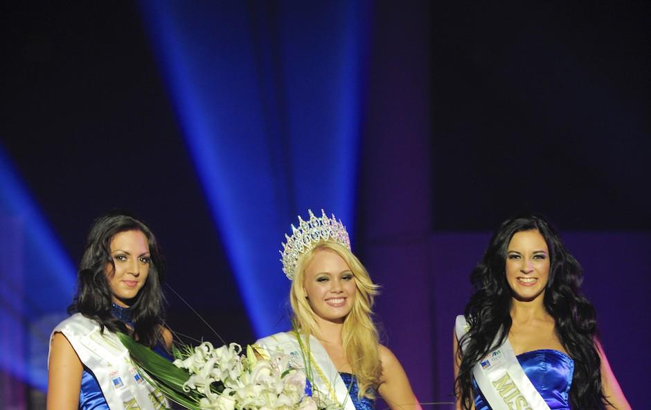 Rebecca Kim Lekše, Nastja Hercog in Ana Lipovšek so lepotice, ki so pobrale vse lepotne nazive Miss Earth 2011. (foto: Primož Predalič)