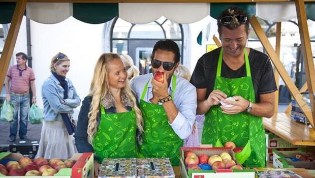 Dobrodelna tržnica je privabila množico ljudi. (foto: Primož Predalič)