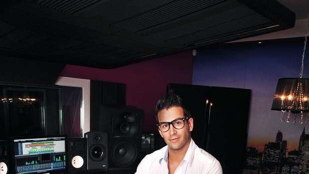 Domen Kumer predstavlja novo skladbo Angel Varuh tudi v video podobi. (foto: o.a.)