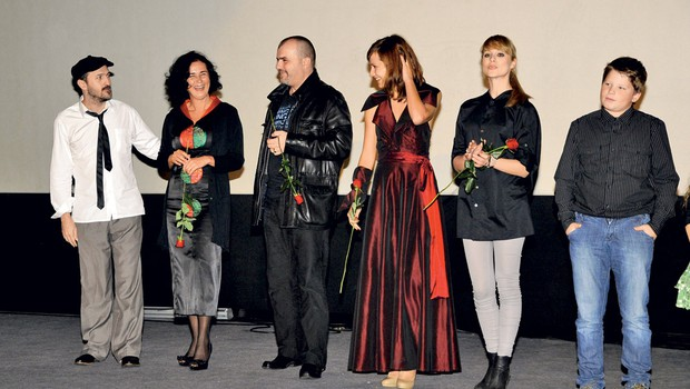 Na ljubljanski premieri so po ogledu filma Stanje šoka predstavili ustvarjalce filma, tudi glavne igralce Martina Mariona, Urško Hlebec, Nikolo Kojo, Aleksandro Balmazović, Ivo Krajnc in druge. (foto: Sašo Radej)