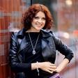 Nina Osenar: Še vedno briše solze
